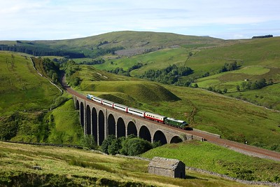 37521 leads 47593 powering the 1Z40 Skipton to Appleby at Arten Gill viaduct on 21 July 2020  Class37, LSL, SandC