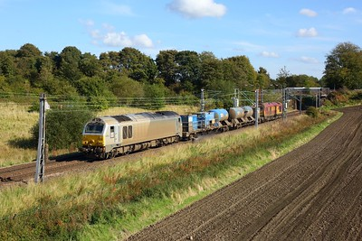 67012 leads 67020 working 3S93 Stirling to Slateford RHTT at Manse Road, Bargeddie approaching Easterhouse on 2 October 2020  Class67, DB, NorthClydeline