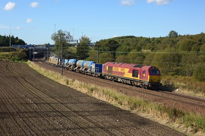 67020 leads 67012 working 3S93 Stirling to Slateford RHTT at Manse Road, Bargeddie east of Easterhouse on 2 October 2020  DB, Class67, NorthClydeline