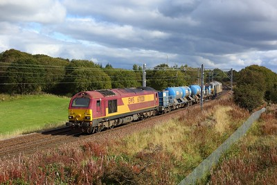 67020 leads 67012 working 3S93 Stirling to Slateford RHTT at Manse Road, Bargeddie nearing Easterhouse station on 1 October 2020  NorthClydeline, DB, Class67