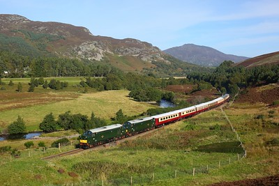 37667 leading 37521 on 5Z44 Inverness to Perth at Crubenmore on 27 September 2020  Class37, LSL, HML