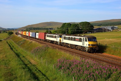 90007 leading 90006 on 4M11 Coatbridge to Crewe Basford Hall at Littlegill on 23 July 2021  Class90, Freightliner, ClydeValley, WCMLScotland