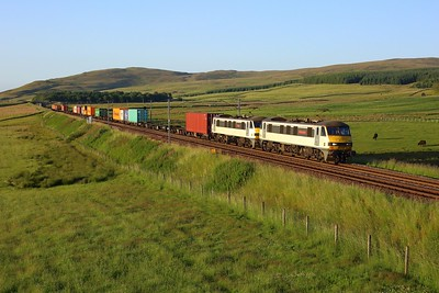 90007 leading 90006 on 4L81 Coatbridge to London Gateway at Wandel on 15 July 2021  Class90, WCMLScotland, ClydeValley, Freightliner