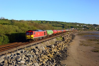 60019 powering the 6B33 Theale to Robeston at Ferryside on 6 May 2021  Class60, WestWalesline, DB