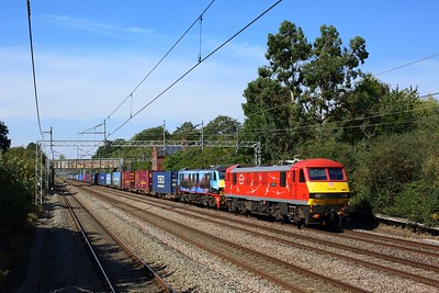 90037 leading 90024 working 4M25 Mossend to Daventry at Cathiron on 8 September 2021  Class90, DBCargo, DB, WCML, WCMLRugby