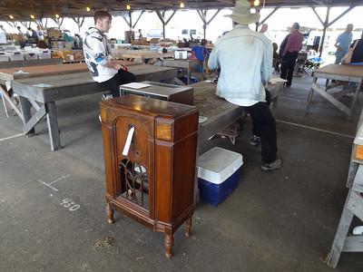Antique Radio Forum table