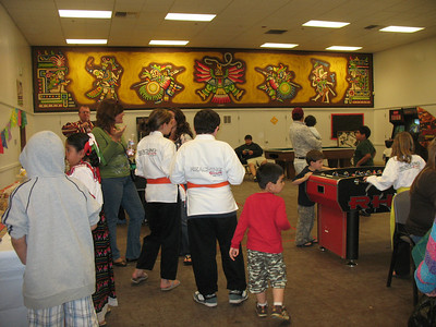 A mezcla of people, some in karate uniform and some in folkloric clothing.