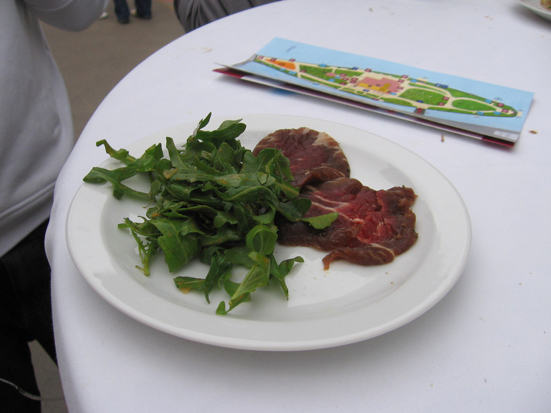 Beef Gravlax (tasted like pro-shoot-o, thats right, phonetics) with a rocket salad. It was a perfect combo.