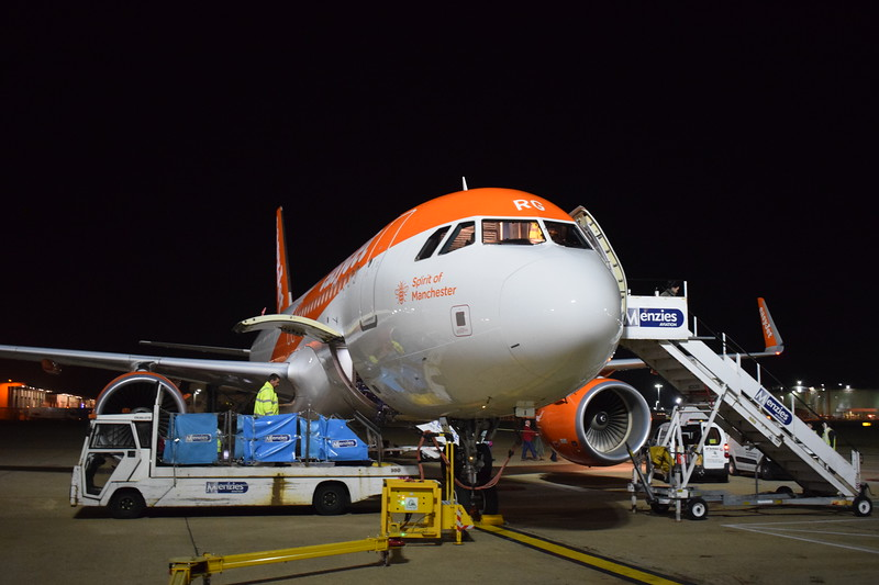 """EasyJet Airbus A320 G-EZRG """"Spirit of Manchester"""" at London Gatwick airport with my flight from the Isle of Man, 17.10.17."""