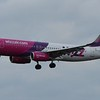 WizzAir Airbus A320 HA-LYL landing at Eindhoven Airport, 03.03.2018.
