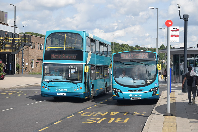 Arriva DAF East Lancs Lowlander FE51YWL 4713 passing VDL Wright Pulsar MX61AWM 3788 on the 100 from Stevenage at Luton Interchange.