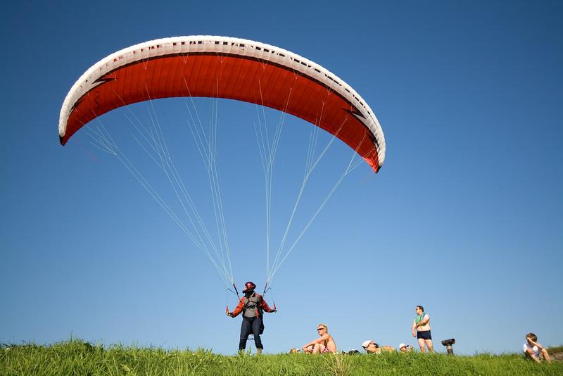 Parachuter