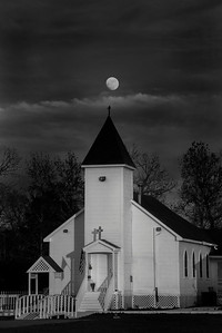 BW Moon rise over Church_20151223_0039 darker sky