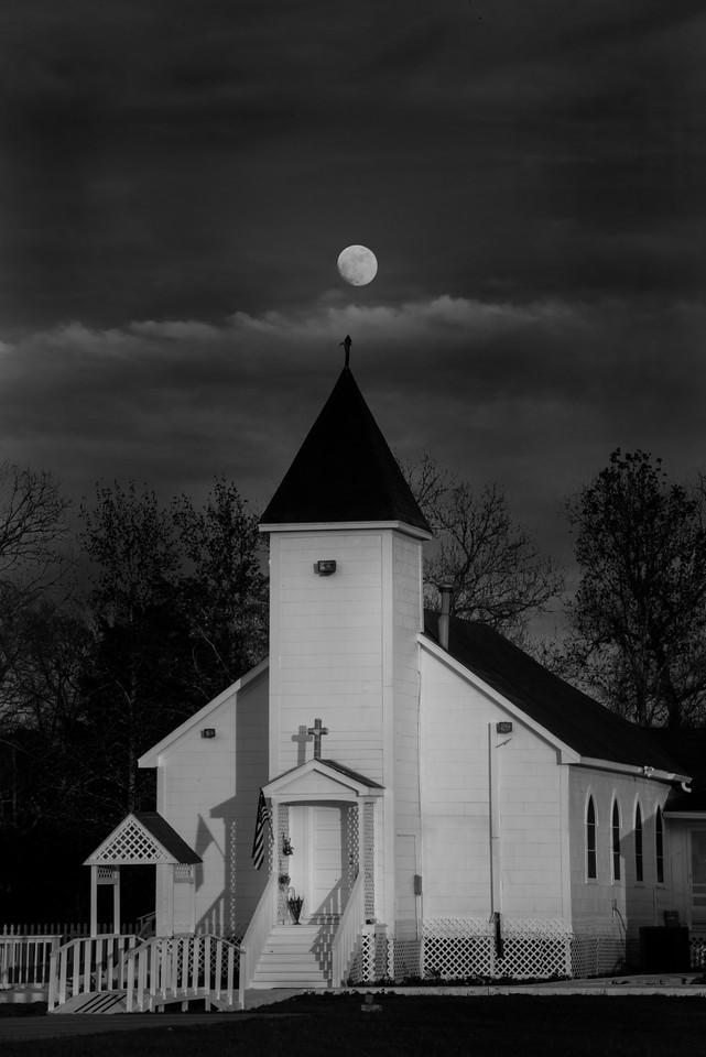 BW Moon rise over Church_20151223_0039 darker sky