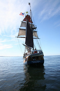 Hawaiian Chieftain under sail. Photo by Ron Arel / Coastal Images.
