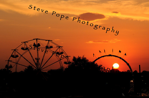 The sun sets behind the midway at the 2008 Iowa State Fair Saturday, Aug. 9, 2008. (Steve Pope/Photo)