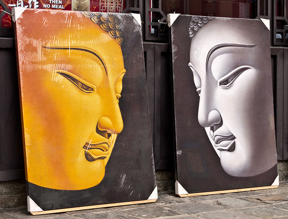 Shop selling Buddha pictures
