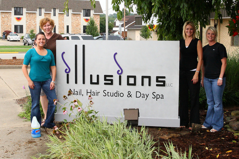 Jan (owner of Illusions) just happened to get a new sign installed the same day that the Clydesdales came to town.  These ladies are much more photogenic that those horses!!