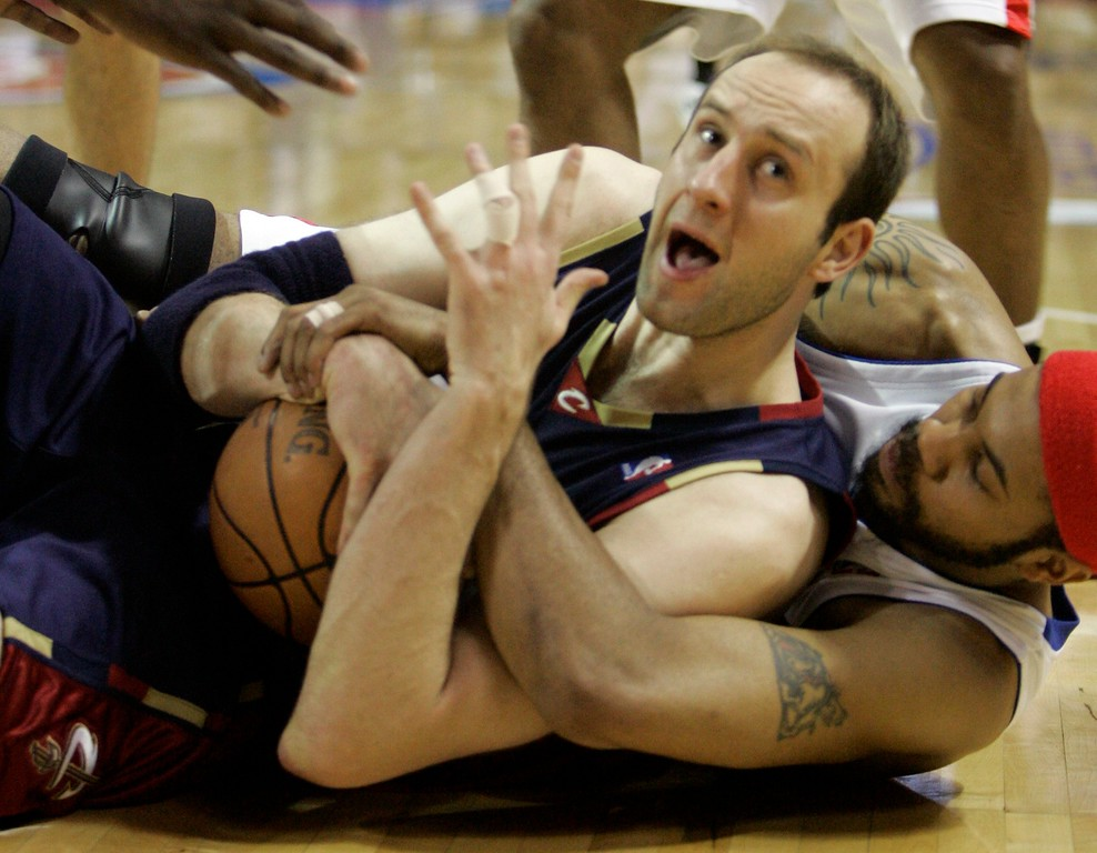 . Cleveland Cavaliers center Zydrunas Ilgauskas of Lithuania and Detroit Pistons forward Rasheed Wallace battle for a loose ball during the first quarter of an NBA Eastern Conference final basketball game at the Palace of Auburn Hills, Mich., Thursday, May 31, 2007. (AP Photo/Paul Sancya)