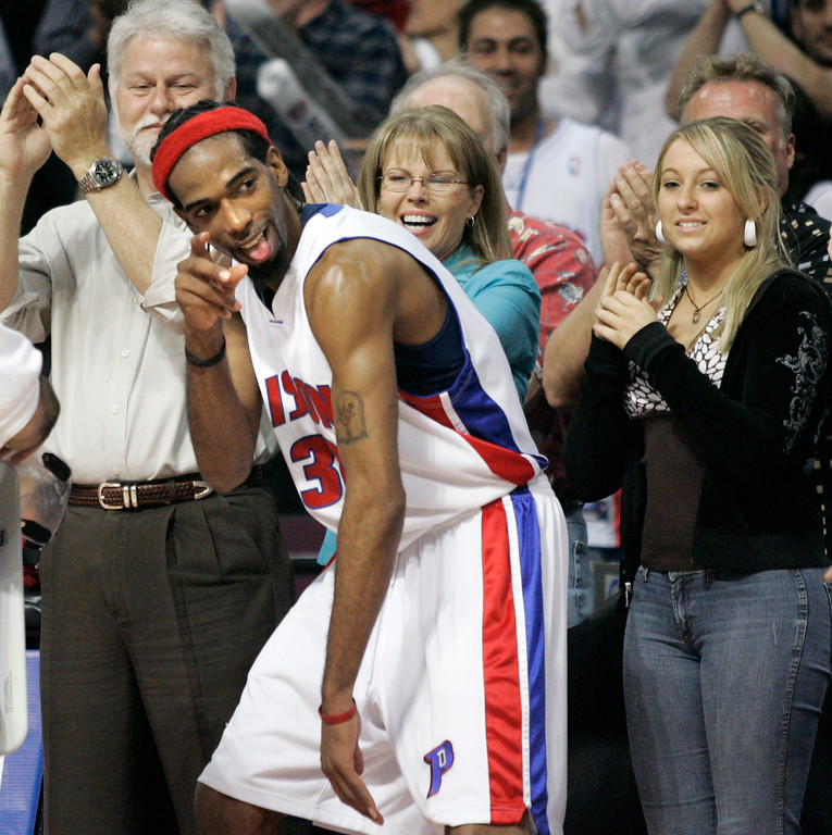 . Detroit Pistons\' Richard Hamilton jokes around in the final minutes of the Pistons\' 79-61 win over the Cleveland Cavaliers in Game 7 of their NBA basketball playoff series at the Palace in Auburn Hills, Mich., Sunday, May 21, 2006. The Pistons will take on the Miami Heat beginning Tuesday in the Eastern Conference finals. (AP Photo/Duane Burleson)