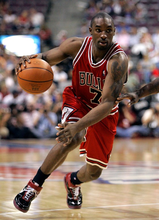 . Chicago Bulls guard Ben Gordon drives during the fourth quarter of an Eastern Conference semifinal NBA playoff basketball game against the Detroit Pistons at the Palace of Auburn Hills, Mich., Tuesday, May 15, 2007. Gordon scored 28 points in the Bulls\' 108-92 win.  (AP Photo/Carlos Osorio)