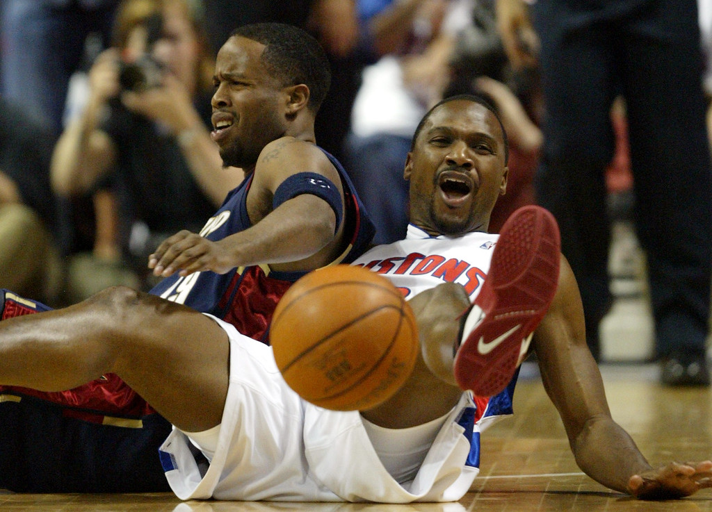 . Cleveland Cavaliers guard Damon Jones, left, and Detroit Pistons guard Lindsey Hunter react after they collided during the third quarter in Game 5 of their NBA basketball playoffs second-round series at the Palace in Auburn Hills, Mich., Wednesday, May 17, 2006. (AP Photo/Paul Sancya)