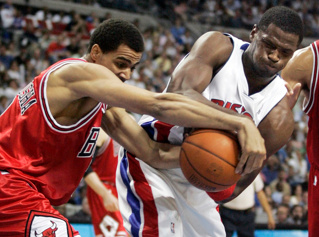 . Detroit Pistons forward Antonio McDyess, right, and Chicago Bulls guard Thabo Sefolosha, of Switzerland, fight for a ball in the second quarter of Game 5 of an NBA second-round playoff basketball series Tuesday, May 15, 2007, in Auburn Hills, Mich. (AP Photo/Duane Burleson)