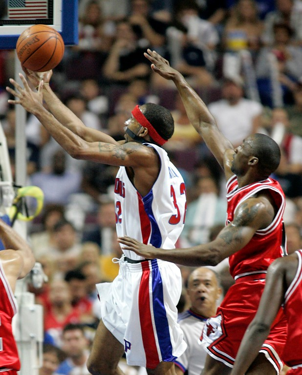 . Detroit Pistons\' Richard Hamilton, guarded by Chicago Bulls\' Ben Gordon, shoots during the first quarter of an NBA Eastern Conference semifinal playoff basketball game at the Palace of Auburn Hills, Mich., Tuesday, May 15, 2007. (AP Photo/Duane Burleson)