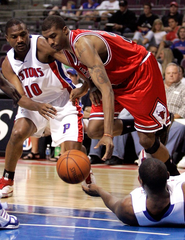 . Chicago Bulls forward Tyrus Thomas dribbles between Detroit Pistons guard Lindsey Hunter (10) and forward Jason Maxiell during the fourth quarter of an NBA Eastern Conference semifinal playoff basketball game against the Chicago Bulls at the Palace of Auburn Hills, Mich., Tuesday, May 15, 2007. The Bulls defeated the Pistons 108-92. (AP Photo/Carlos Osorio)