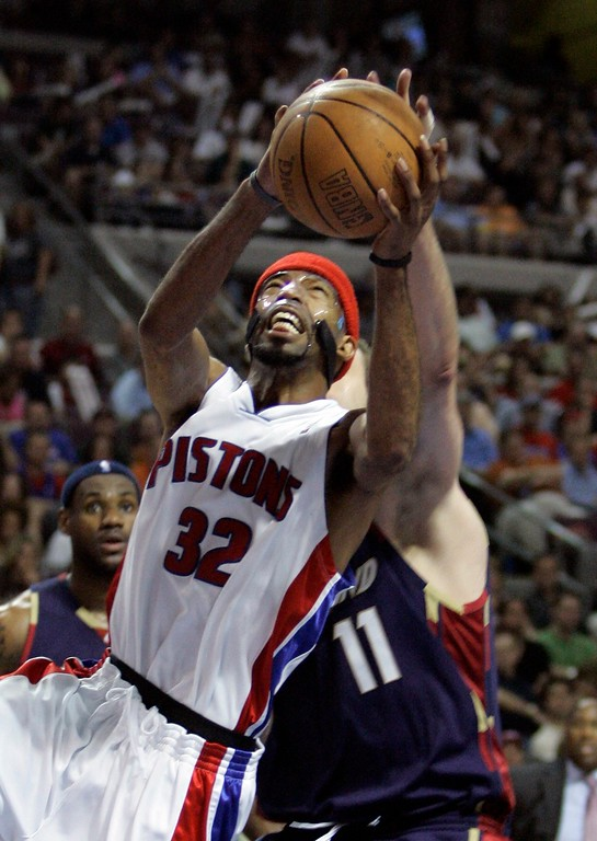. Detroit Pistons guard Richard Hamilton is fouled by Cleveland Cavaliers center Zydrunas Ilgauskas, of Lithuania, during the third quarter of Game 5 of the NBA Eastern Conference basketball finals at the Palace of Auburn Hills, Mich., Thursday, May 31, 2007. (AP Photo/Paul Sancya)