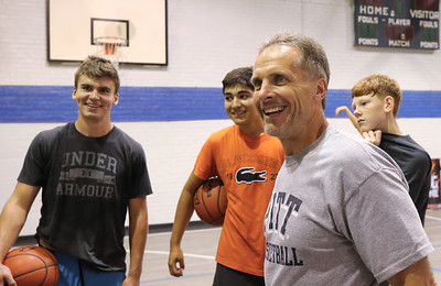 Ron McNabb talks to some of his basketball camp players after a training session. Seb Foltz/Butler Eagle 08/19/20