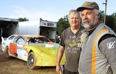 Mike Miller (right) and Ron Thompson at Lernerville. Seb Foltz/ 08/14/20