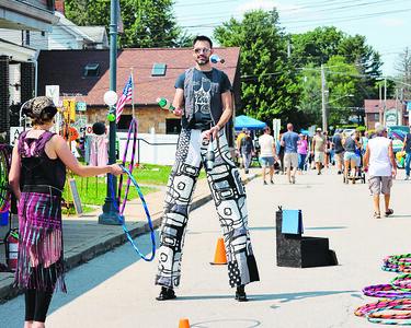 Josh Medina of Sirkus Dayz juggles on stilts at the Mars  Rumble car show Saturday. Seb Foltz/Butler Eagle 07/31/21