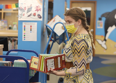 Butler Area Public Library youth assistant Tristyn Parker sorts through books Tuesday. Seb Foltz/Butler Eagle 05/04/21