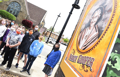 Butler middle schoolers went on a walking tour of the Wall Dogs Murals Thursday afternoon. Harold Aughton/Butler Eagle