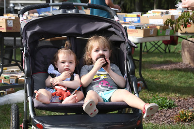 Annabelle Miller, 3, and her sister Shiloh,1, have a pre-dinner cupcake at the Prospect Community Library Fall Book & Bake Sale Thursday. Seb Foltz/Butler Eagle 10/07/21