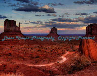 Monument Valley, Arizona. (Navajo Tribal Park)  Photo 705