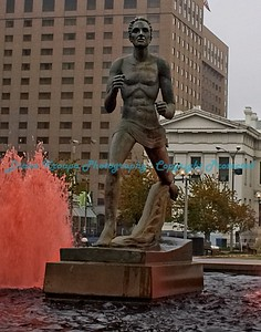 Runner Statue at Kiener Plaza, St. Louis, MO   Photo# 143b