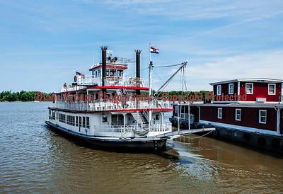 Mark Twain paddlewheeler boat, Hannibal, Missouri  Photo# 104