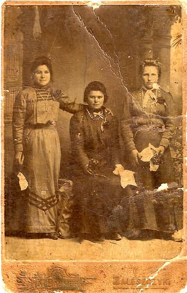Cattarina, Mary and Joanna Juzkow. 1910. Collection Celia Juskow Jacobovski (Brazil)
