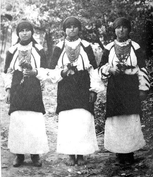 Дівчата з Більче Золотого. Фото з інтернету