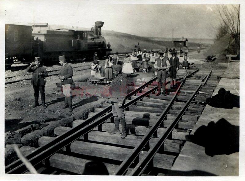 """Прокладання залізничної колії на станції """"Заліщики"""" 1916"""