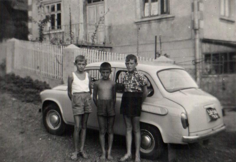 Юрко і Михась Земледухи з Польщі (Zielena Gura), під час літніх канікул в Заліщиках. 1967-68 рр.