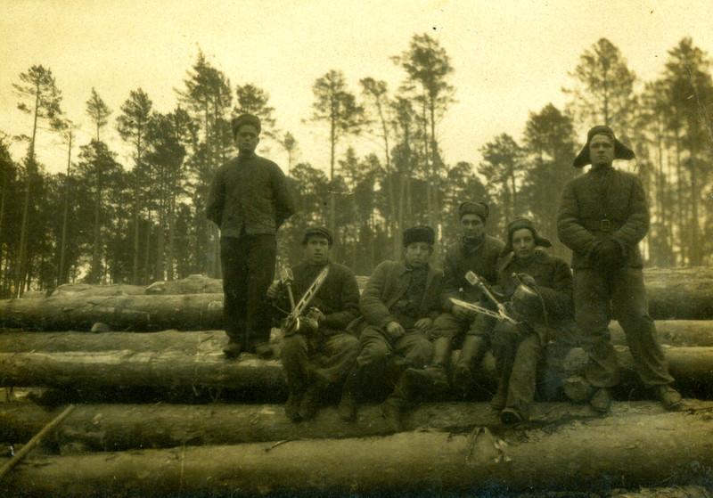 Вояки УПА (з Устечка і Торського) в Сибірі під час заслання.