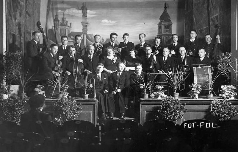 з кларнетом Ян Цесельські, поруч Мундек Цесельські<br /> z klarnetem Jan Ciesielski, obok Mundek Ciesielski.