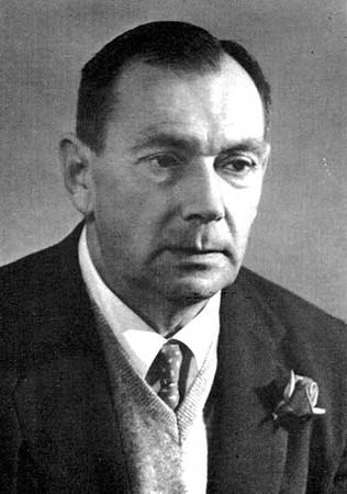 Євген Маланюк - поет, н. 1.02.1897 в Новоархагельську - п. 26.02.1968 у  Нью-Йорку. Похований на цвинтарі св. Андрія в Савт -Бавнд-Бруку.