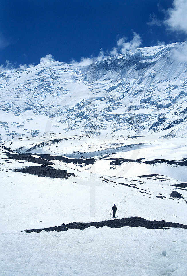 Hikers on their way to Tilicho Lake, heart of Annapurna Massif, Nepal