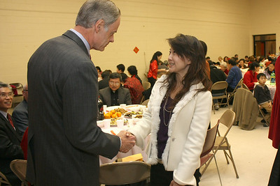TECRO Officer Vickie Fu 傅有敏 with Sen. Tom Carper