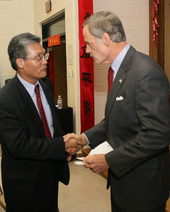 Director Wang meets Sen. Tom Carper