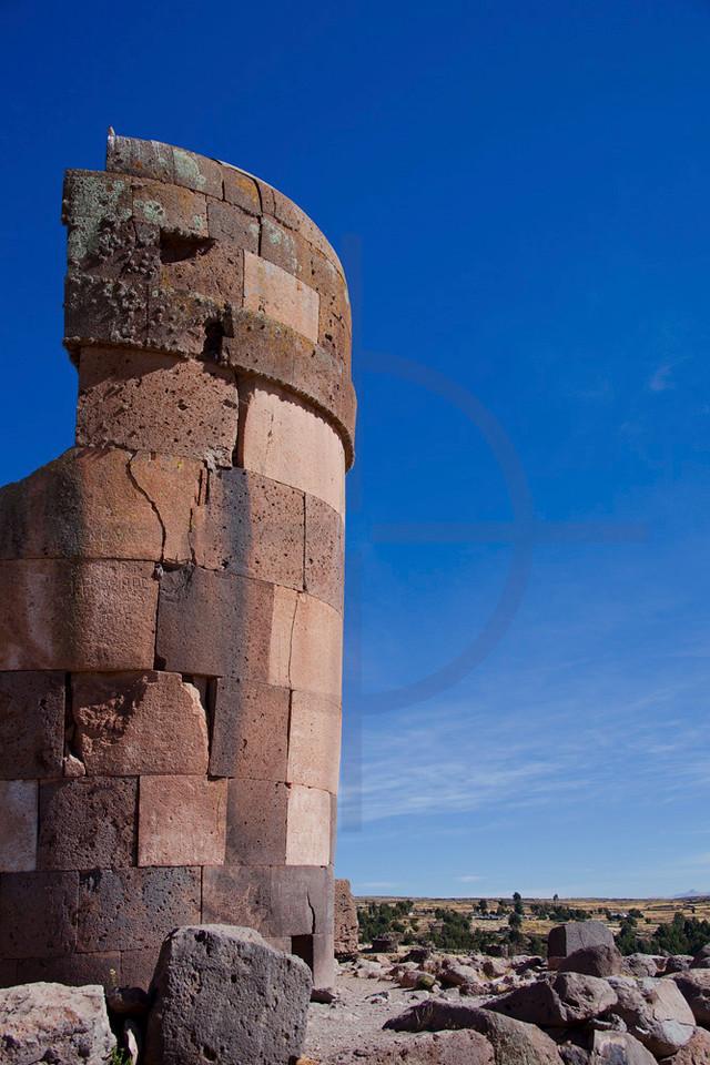 Pre Columbian chullpa tower, Sillustani, Puno, Peru
